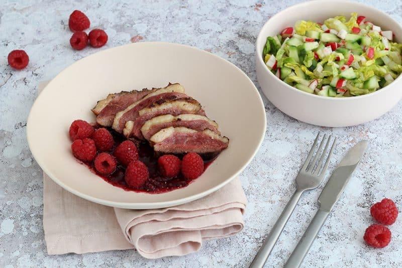 Magret de Canard mariné aux framboises et sa salade croquante - 750g