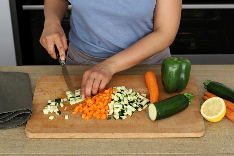 Salade de Quinoa aux Oignons épicés, Crudités et Magret de Canard à la Plancha - 750gSalade de Quinoa aux Oignons épicés, Crudités et Magret de Canard à la Plancha - 750g