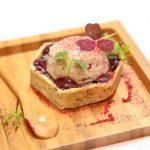 Magret de canard et Foie Gras superposés, bonbon acidulé aux fruits des bois